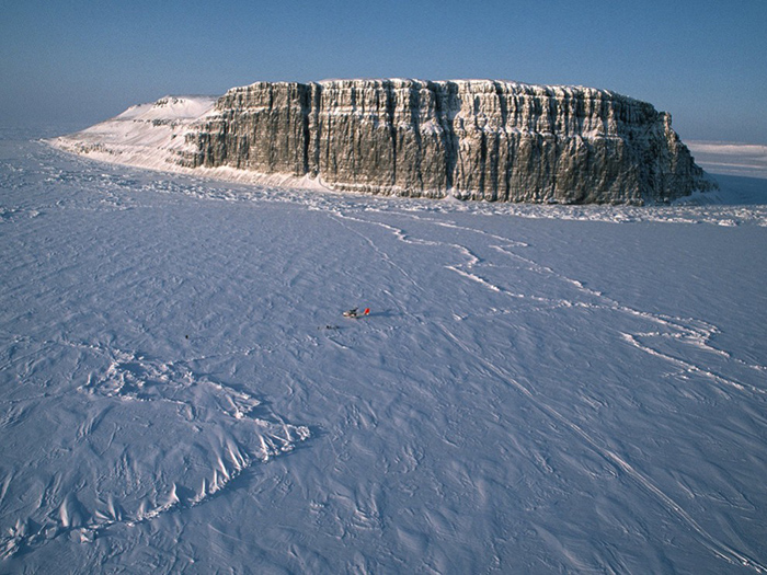 Остров и лед