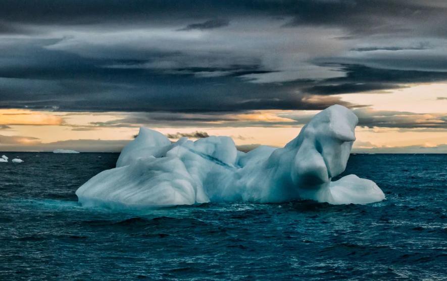 Айсберг в океане
